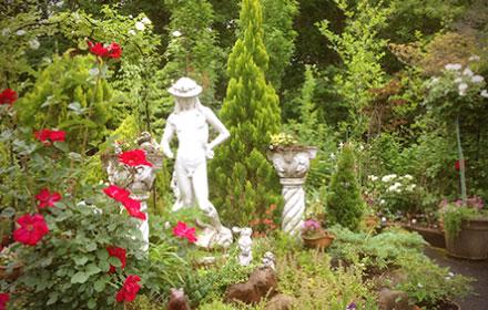 館長手作りの庭園。それを取り巻くアンナガーデンの四季